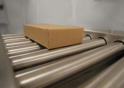 Pesage en ligne de cartons 400x284 - Convoyeurs de pesage à rouleaux