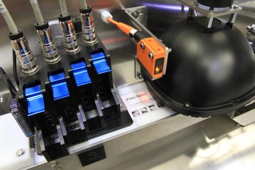 Impression détiquettes en ligne avec quatres tetes - Fabrication de cartes d'implants réglementaires